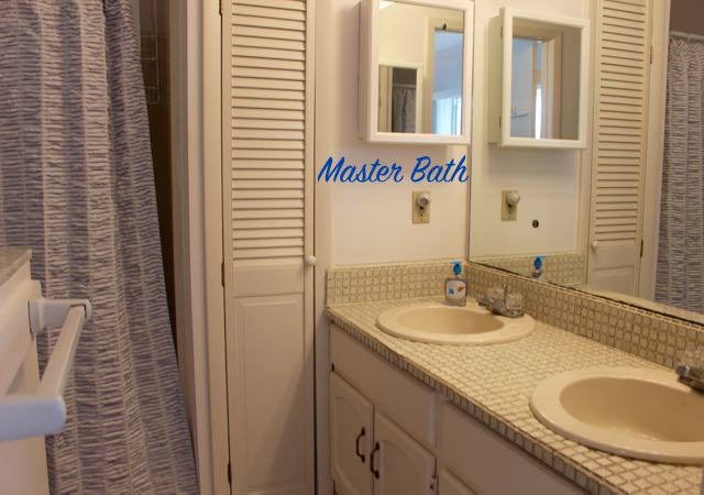 Master Bathroom with Tub/Shower
