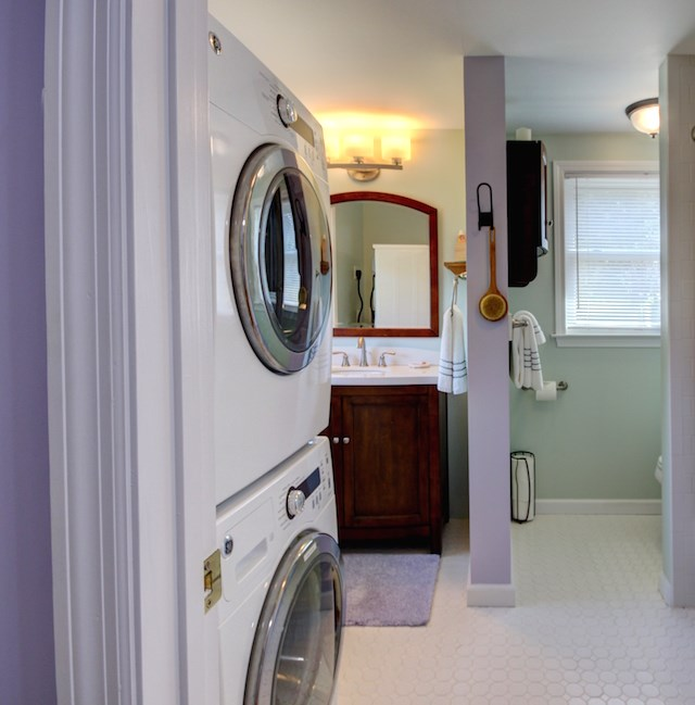 Upstairs Bathroom with Stacked Washer/Dryer